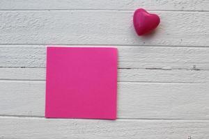 nota adesiva e coração