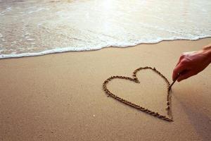 coração na praia