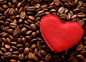 grãos de café com coração