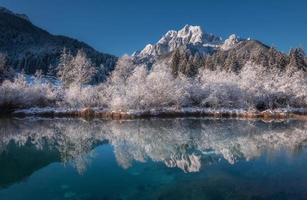 paisagem de inverno nos Alpes foto