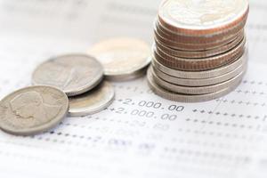foco seletivo de moedas tailandesas