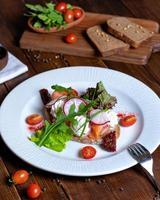 salmão na torrada foto