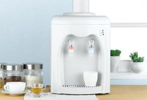 máquina de beber água quente e fria foto
