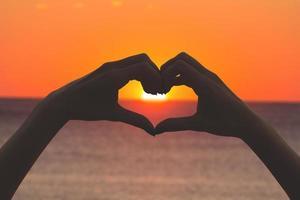 forma de coração para o sol.