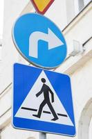 sinal de passagem para pedestres foto