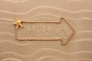 corda de flecha com a palavra jamaica foto