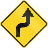 curva reversa primeiro para a direita no Canadá