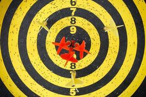 lança flechas no alvo foto