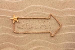 flecha feita de corda com a palavra zanzibar foto