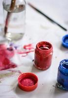 pincéis e cor de água foto