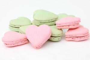 macaroons franceses em forma de coração. foto