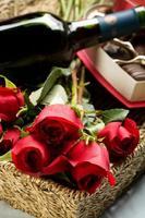 rosas, vinho e chocolates