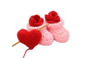 bota de crochê bebê coração rosa