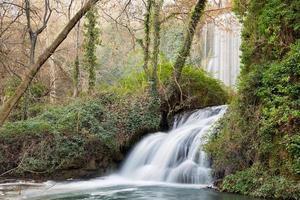 "cachoeira no ""monasterio de piedra"", zaragoza, espanha foto"