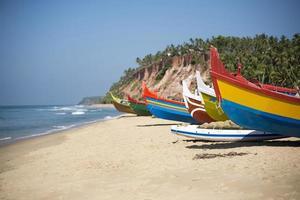 barcos de pesca coloridos
