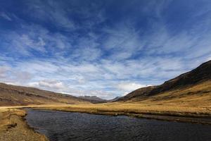 paisagem de mountainus na Islândia