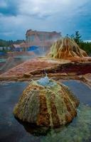 fontes termais sedimento de névoa vulcânica acumulam-se foto