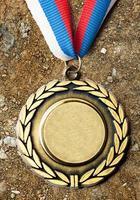 medalha de metal com fita tricolor foto
