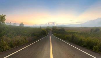 estrada para uma cidade