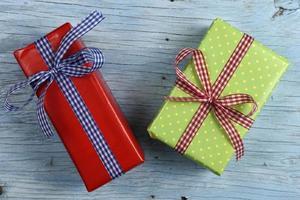 caixas de presente com fita