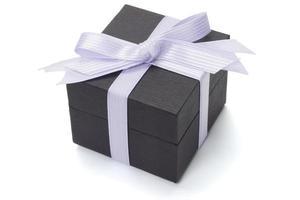 caixa de presente preta com laço de fita