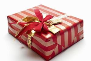 pacote de natal com fita vermelha e dourada