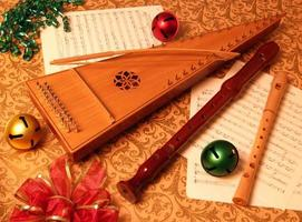 saltério curvado da temporada de natal com flauta doce foto