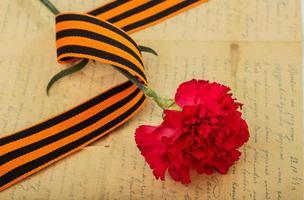 cravos, st. fita george e uma velha carta