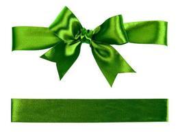 grande arco verde feito de fita de seda