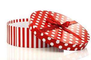 caixa de presente vermelha e branca