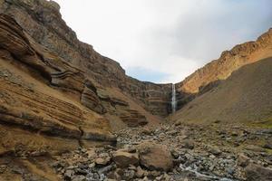 Cachoeira Hengifoss na Islândia