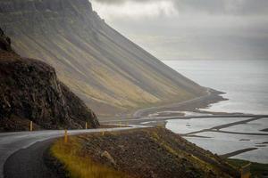 Islândia, estrada solitária através dos fiordes ocidentais