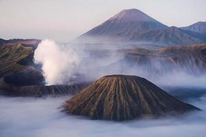 mt.bromo, parque nacional tengger semeru, leste de java, indonésia foto