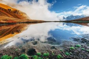 lago da montanha koruldi. Upper Svaneti, Geórgia, Europa. Cáucaso