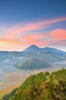 Vulcão Bromo ao nascer do sol, Parque Nacional Tengger Semeru, East Java foto