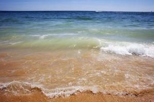 onda numa praia do algarve portugal foto