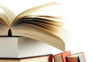 livros sobre a mesa foto