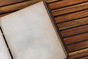 abrir livro antigo