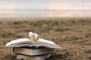 livro na praia foto