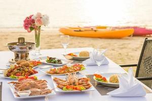 churrasco de frutos do mar para jantar à beira-mar foto