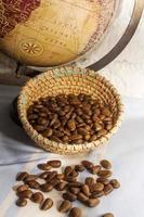 sementes de cherimoya na cesta foto