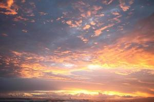 pôr do sol no mar foto