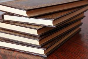 livros na mesa