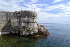 a velha fortaleza no mar