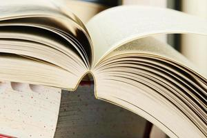 composição com pilhas de livros foto