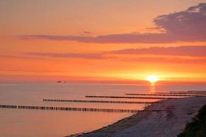 nascer do sol no mar Báltico