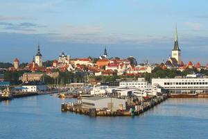 Tallinn com porto marítimo
