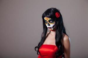 garota caveira de açúcar com vestido vermelho