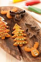 biscoitos de gengibre de Natal. fundo de cozimento
