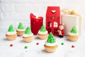 cupcakes de árvore verde no natal